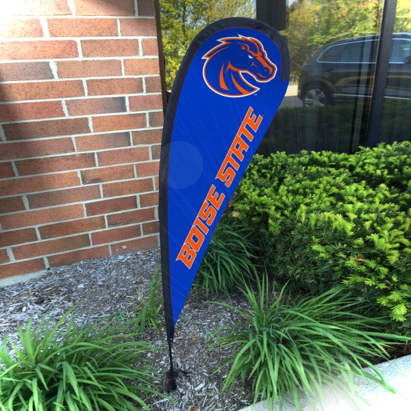Boise State Broncos Small Feather Flag measures a 4' tall when fully assembled and roughly 1' wide. The kit includes a Feather Flag, 2 Piece Fiberglass Pole, pole connector, and matching Ground Stake. Our Boise State Broncos Small Feather Flag easily assembles and is NCAA Officially Licensed by the selected school or university.