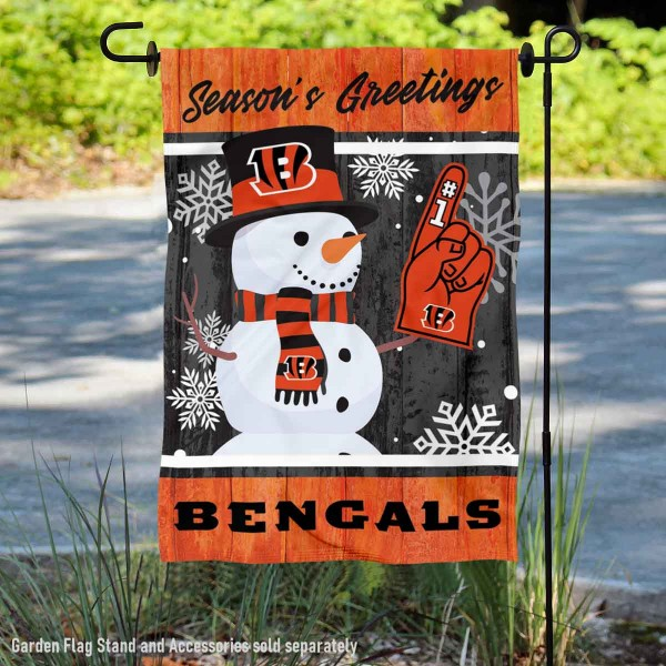 Cincinnati Bengals Holiday Winter Snow Double Sided Garden Flag is 12.5x18 inches in size, is made of 2-ply polyester, and has two sided screen printed logos and lettering. Available with Express Next Day Ship, our Cincinnati Bengals Holiday Winter Snow Double Sided Garden Flag is NFL Officially Licensed and is double sided.