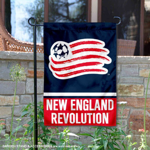 New England Revolution Garden Flag is 12.5x18 inches in size, is made of 2-ply polyester, and has two sided screen printed logos and lettering. Available with Express Next Day Shipping, our New England Revolution Garden Flag is MLS Genuine Merchandise and is double sided.