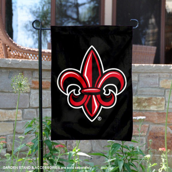 UL Lafayette Rajun Cajuns Fleur Garden Flag is 13x18 inches in size, is made of thick blockout polyester, screen printed university athletic logos and lettering, and is readable and viewable correctly on both sides. Available same day shipping, our UL Lafayette Rajun Cajuns Fleur Garden Flag is officially licensed and approved by the university and the NCAA.