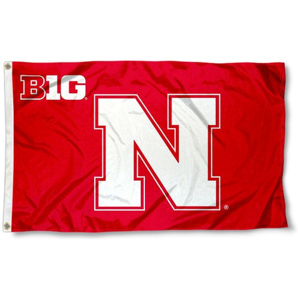 University of Nebraska Big 10 Flag measures 3'x5', is made of 100% poly, has quadruple stitched sewing, two metal grommets, and has double sided Team University logos. Our University of Nebraska Big 10 Flag is officially licensed by the selected university and the NCAA.