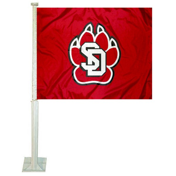 University of South Dakota Car Window Flag measures 12x15 inches, is constructed of sturdy 2 ply polyester, and has dye sublimated school logos which are readable and viewable correctly on both sides. University of South Dakota Car Window Flag is officially licensed by the NCAA and selected university.
